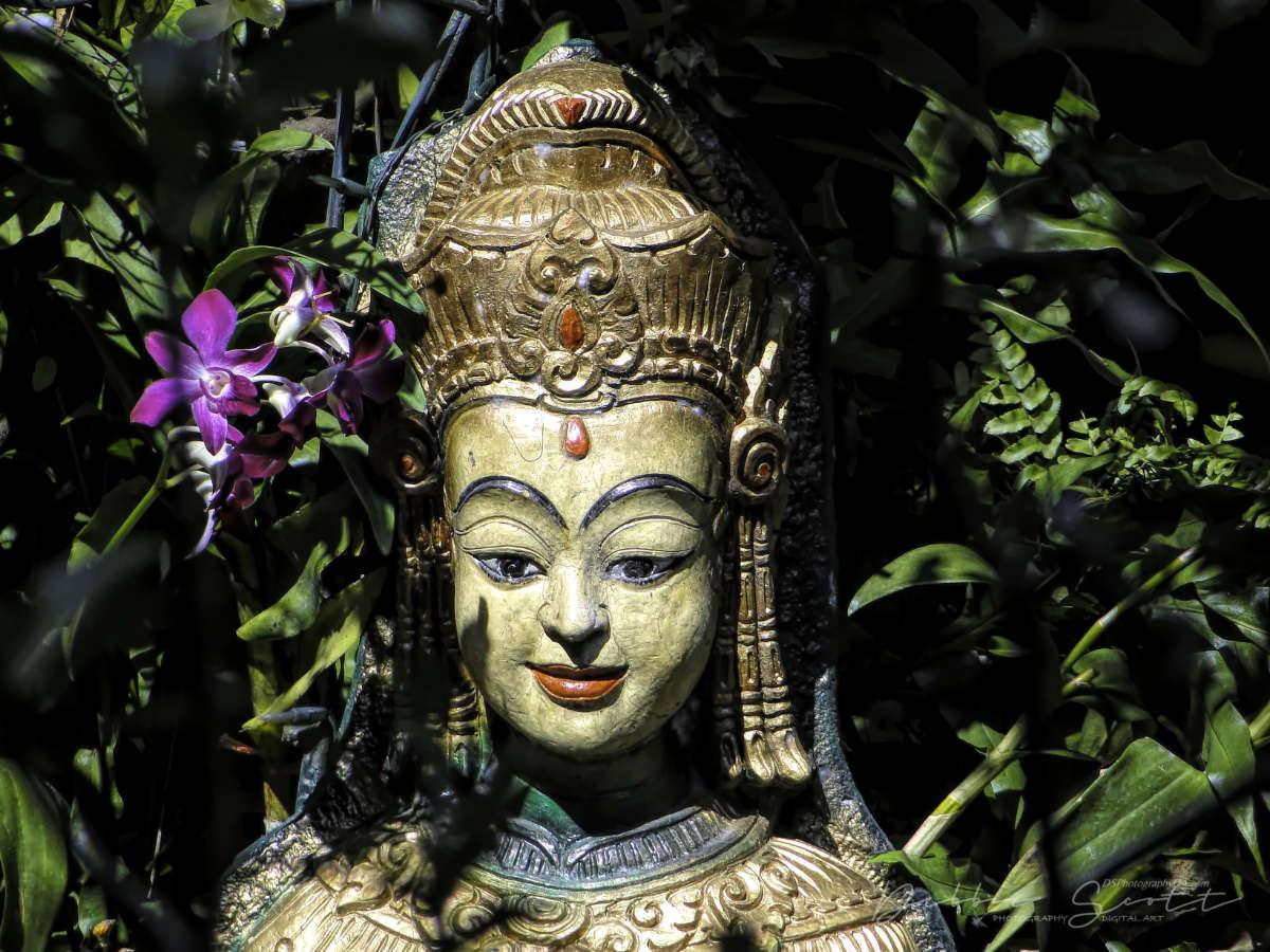 WPC Smile - Smiling Female Statue